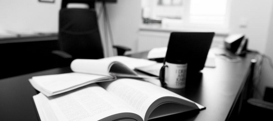 Law Firm Office Table Work  - rastaemmler / Pixabay